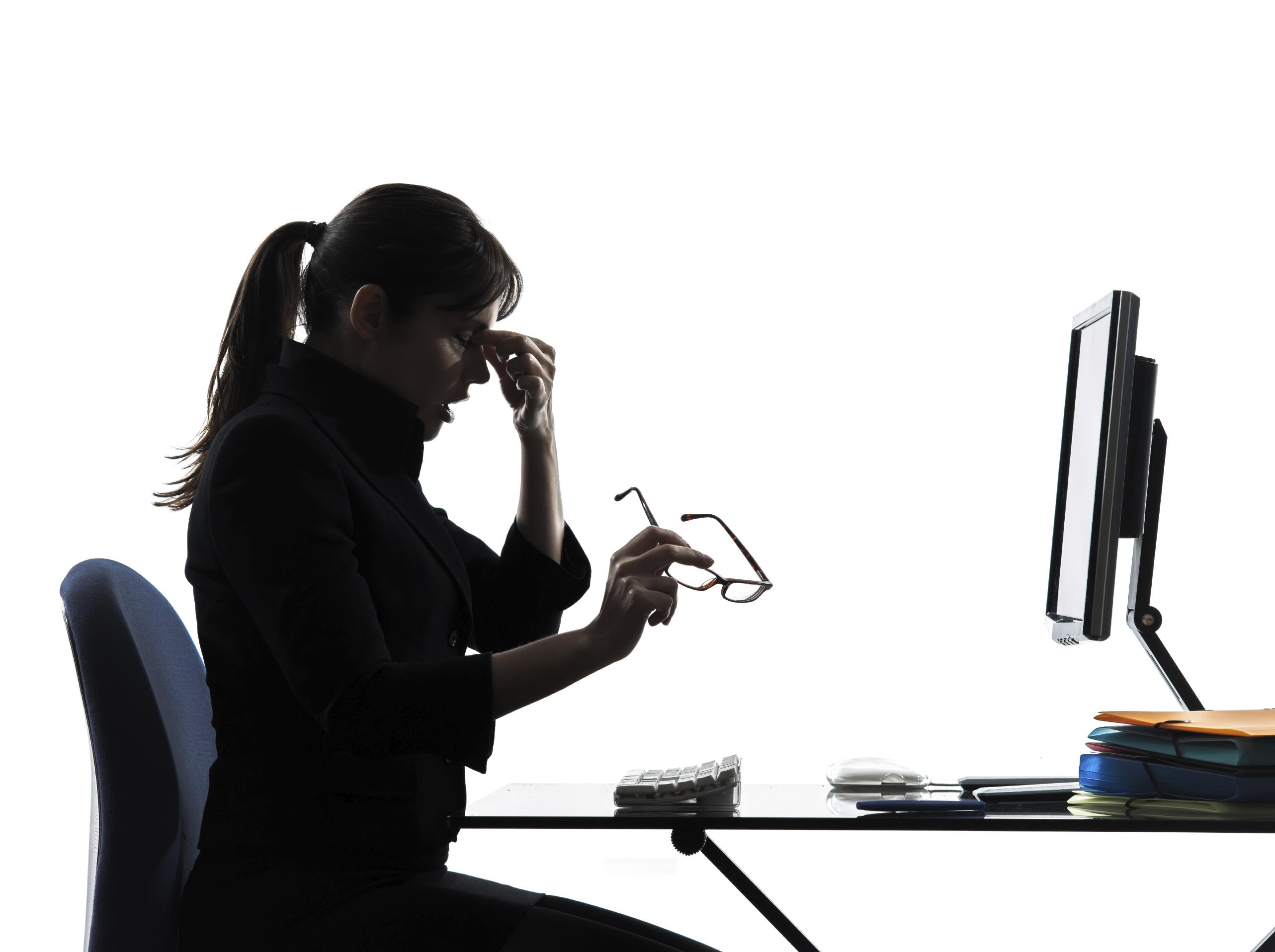 Conoce los principales riesgos ergon micos en el trabajo for Recomendaciones ergonomicas para trabajo en oficina