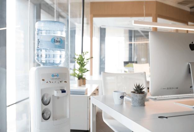 dispensador de agua embotellada para oficinas