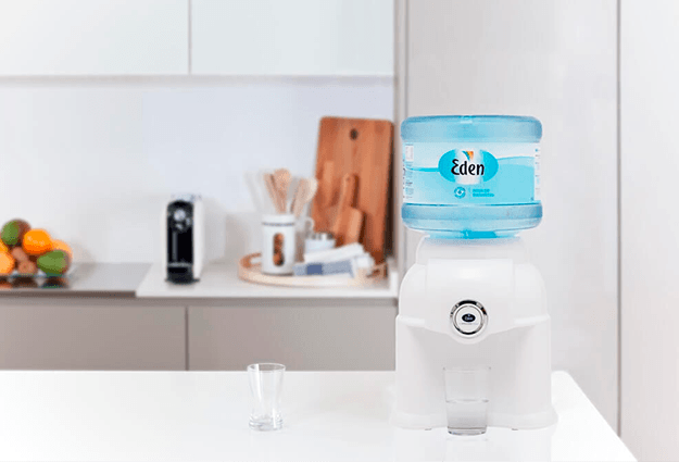 Dispensador de agua en el hogar